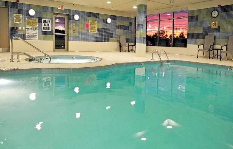 Holiday Inn Express & Suites Vaughan - Pool - 31