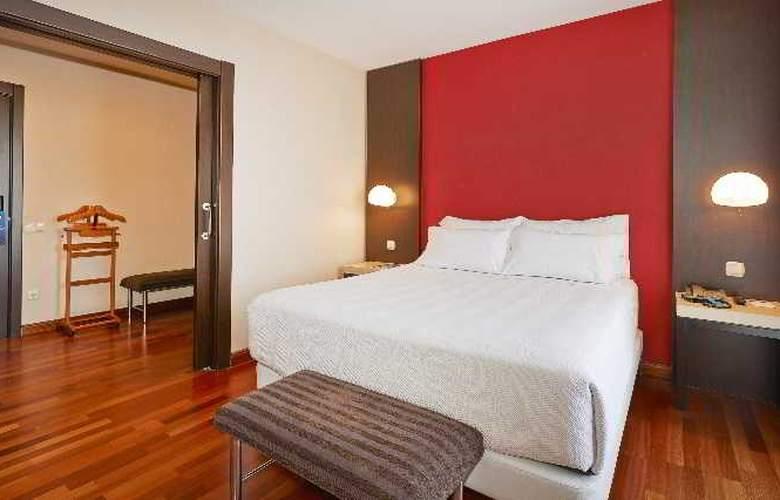 NH Barcelona Les Corts - Room - 8