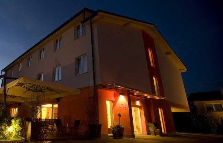 Ahotel Ljubljana - Hotel - 0