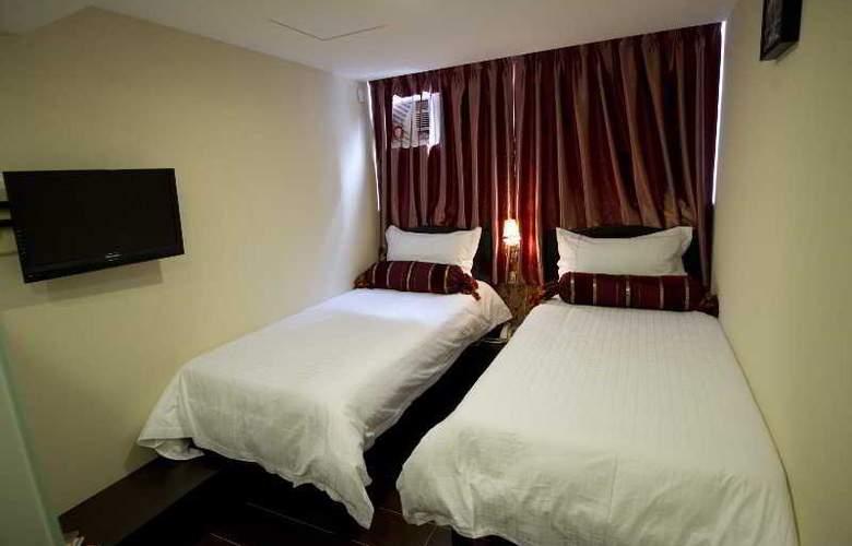 California Hotel - Room - 15