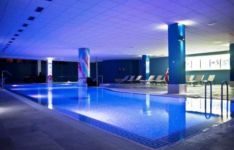 La Quinta Park Suites - Pool - 19