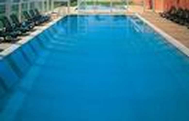 Vilar Rural de Sant Hilari Sacalm - Pool - 2