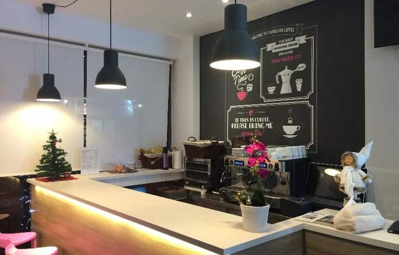 Chameleon Hostel Alicante - Bar - 14