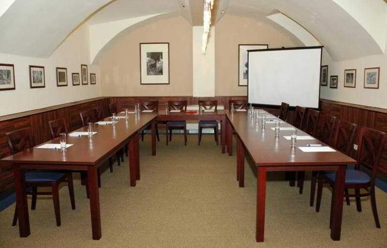 Central Basilica Superior - Conference - 5