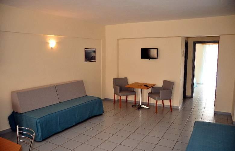 Acropolis Apartments - Room - 8