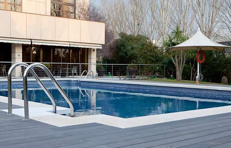 AC Hotel Sant Cugat by Marriott - Pool - 2