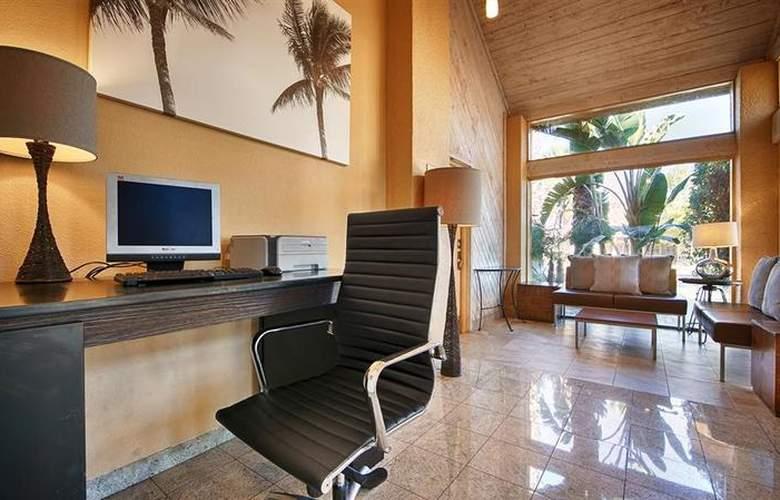 Best Western Inn at Palm Springs - Pool - 111