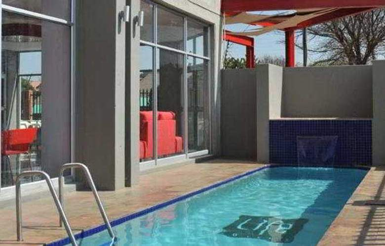 Life Hotel Airport Johannesburg - Pool - 2
