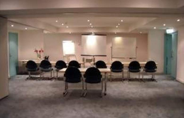 Quest Grande Esplanade Serviced Apartments - Manly - Conference - 4