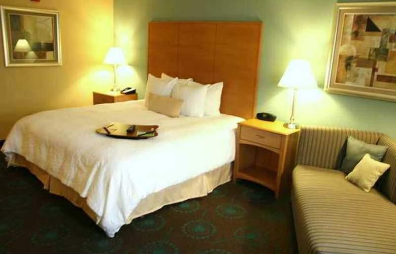 Hampton Inn & Suites Canton - Hotel - 4