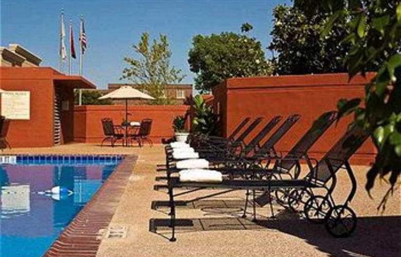 Crowne Plaza Memphis - Pool - 6