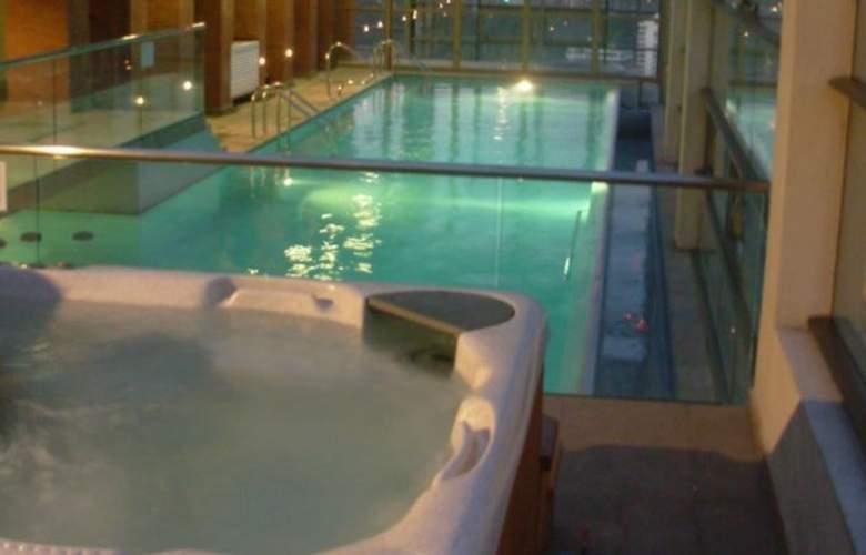 Monarca Hoteles Las Condes - Pool - 9