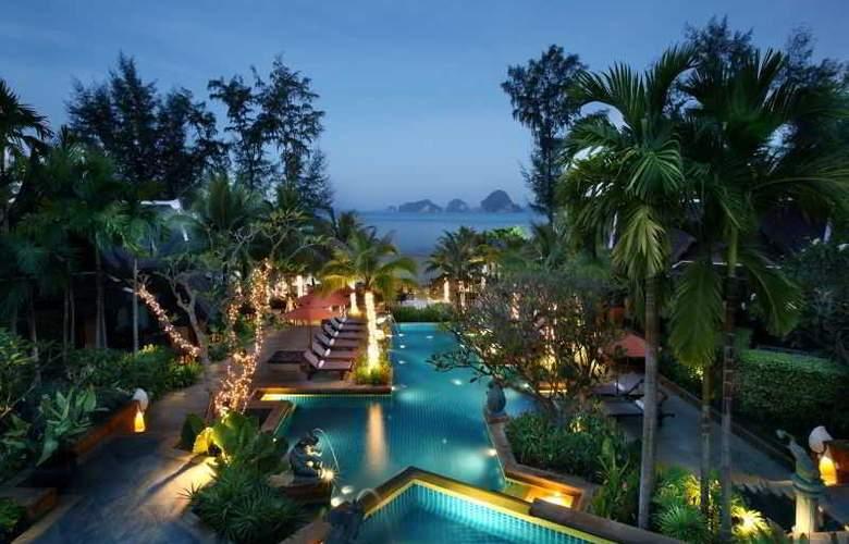 Amari Vogue Resort - Pool - 11
