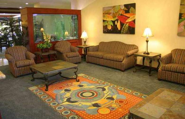 Hampton Inn Tampico - Hotel - 7