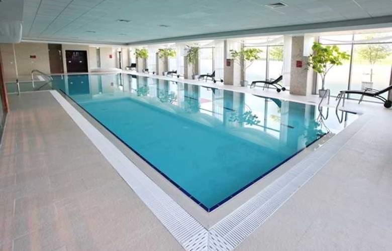 Holiday Inn Sofia - Pool - 36