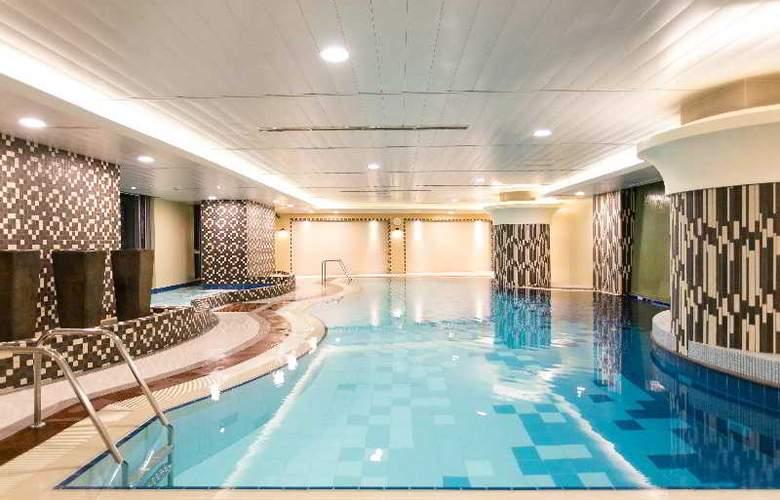 The Linden Suites - Pool - 10