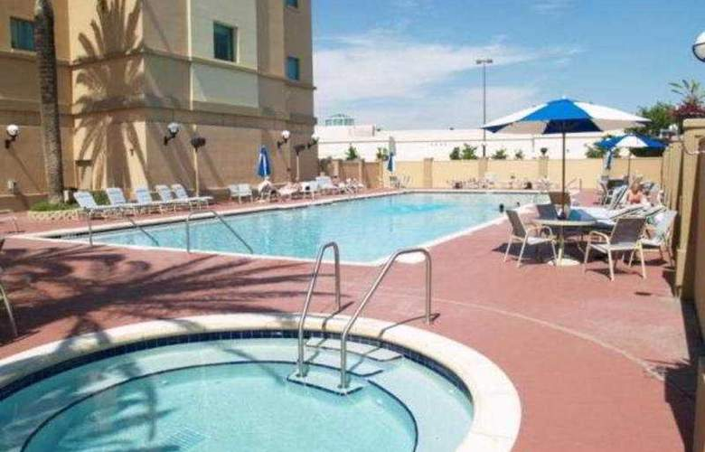 Florida Hotel & Conference Center - Pool - 3