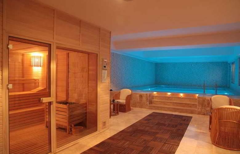 Oscar Resort - Pool - 23