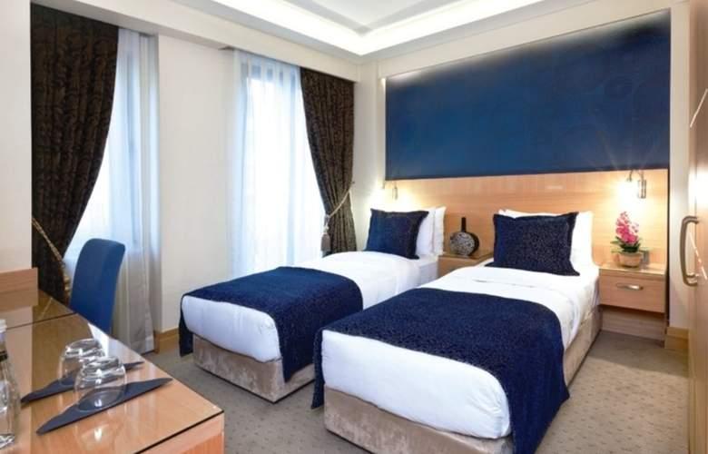 Emerald Hotel - Room - 0