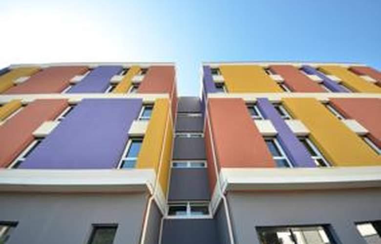 Comfort Suites Lyon Est Eurexpo - Hotel - 3