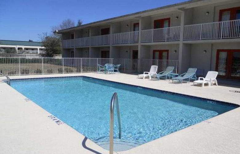 Economy Inn Clearwater - Pool - 7
