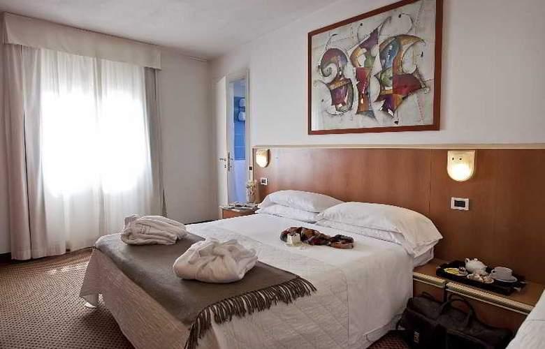 Principe di Piemonte (Rimini) - Room - 14
