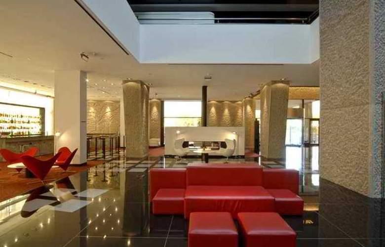 Hilton Madrid Aeropuerto - Hotel - 8
