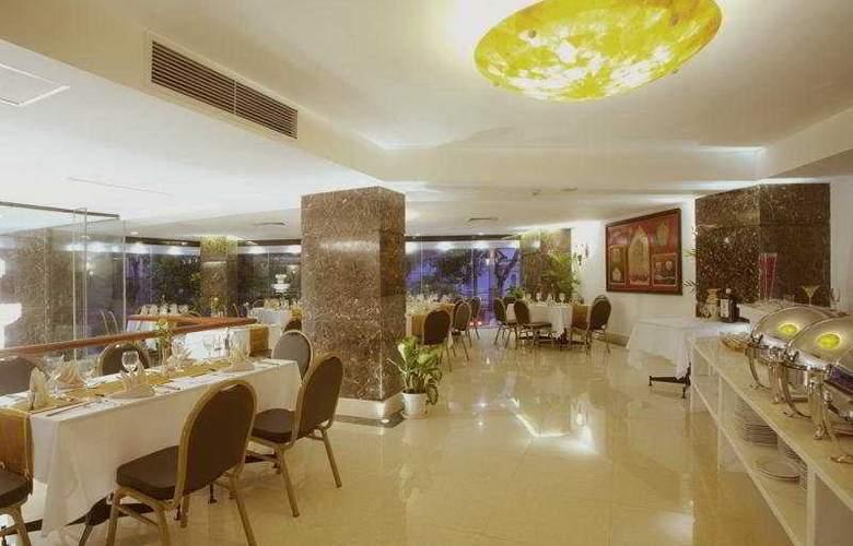 May De Ville Hotel - Restaurant - 5