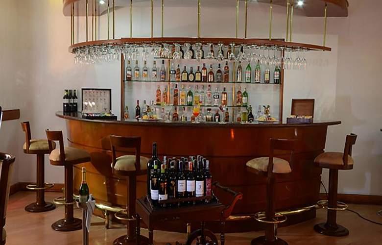 Parque 97 Suites - Bar - 16
