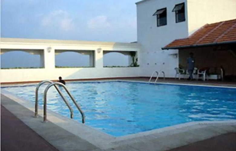 Residency Towers - Pool - 1