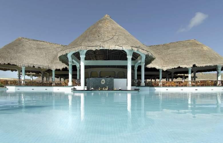 Grand Palladium Colonial & Kantenah Resort - Pool - 2