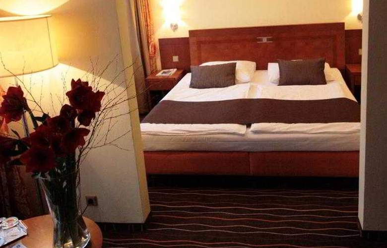 Luxury Family Hotel Bílá Labut - Hotel - 17