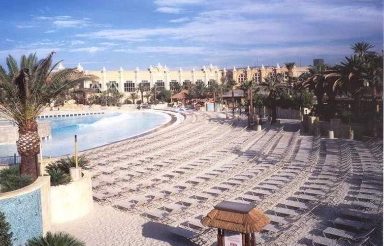 Mandalay Bay Resort Casino - Pool - 4