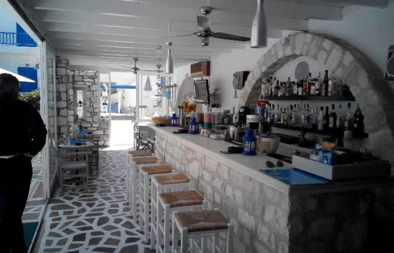 Zoumis Studios - Bar - 15