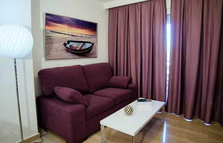Leo Canela - Room - 11