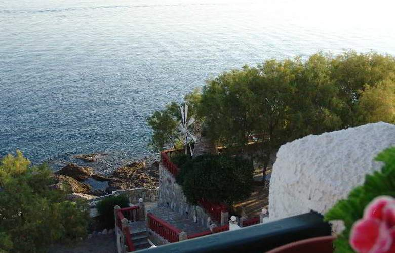 Cavos Bay Hotel & Studios - Terrace - 11