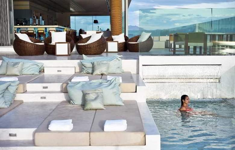 A La Carte Danang Beach - Pool - 23