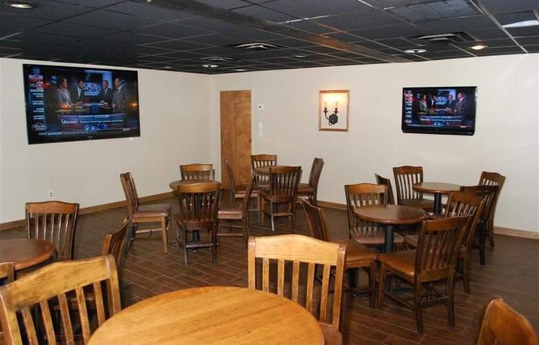 Best Western Saddleback Inn & Conference Center - Bar - 103