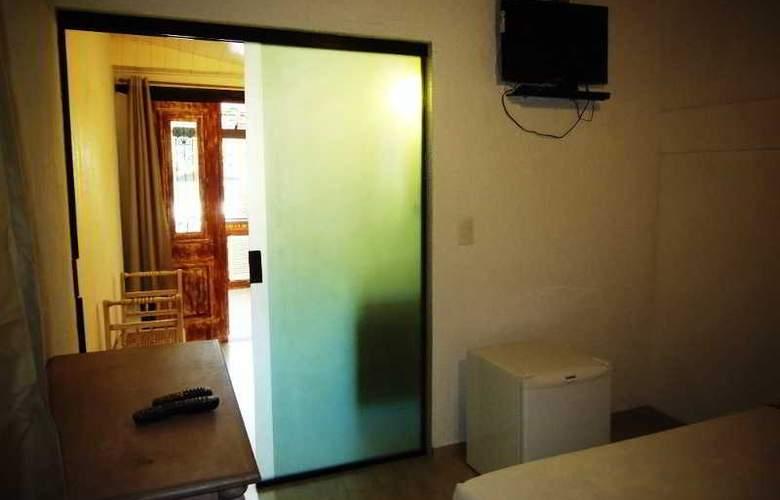 Falcon Guest Suites - Room - 11