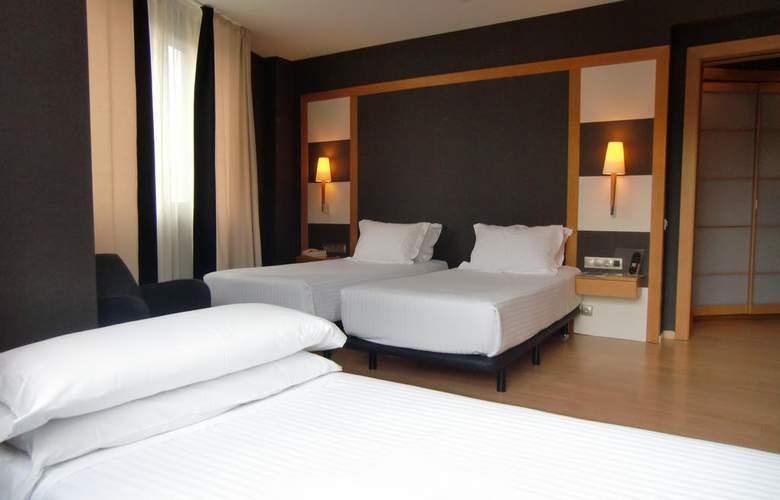 Barcelona Universal - Room - 41