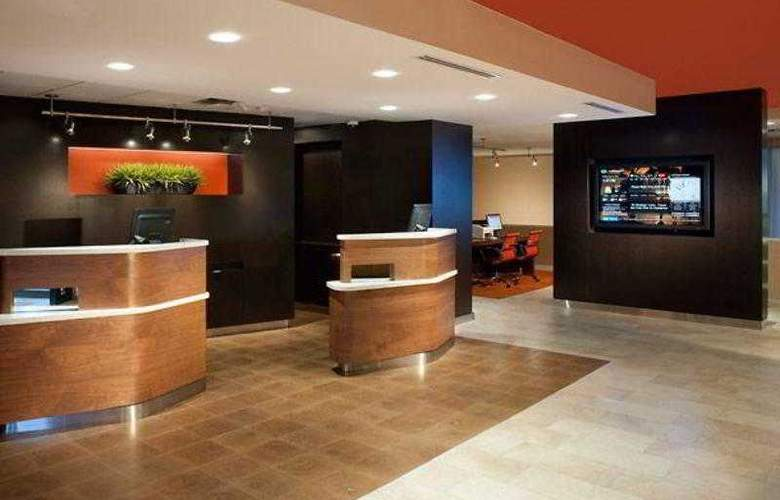 Courtyard Orlando Airport - Hotel - 4