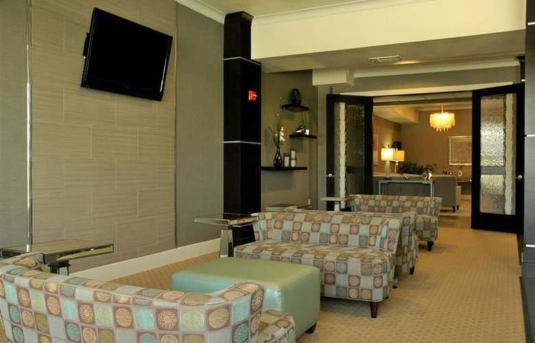 Best Western Plus Texarkana Inn & Suites - Bar - 34