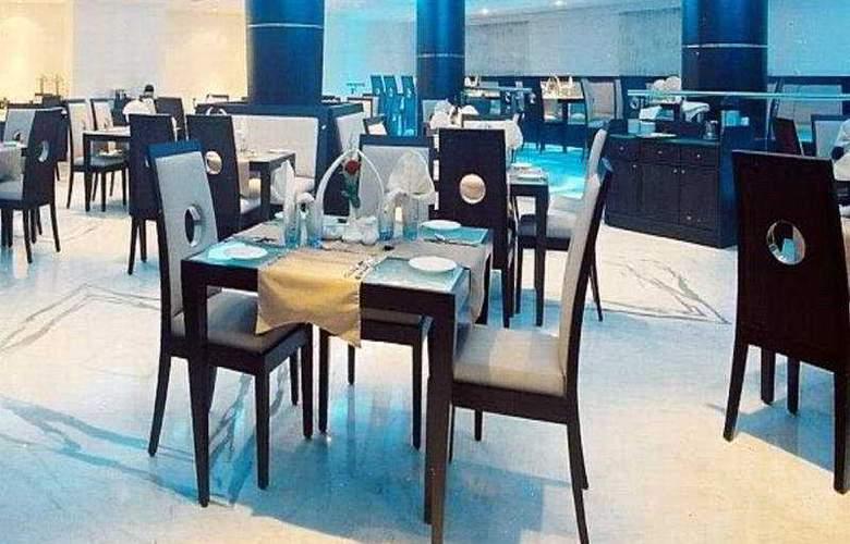 President - Restaurant - 7