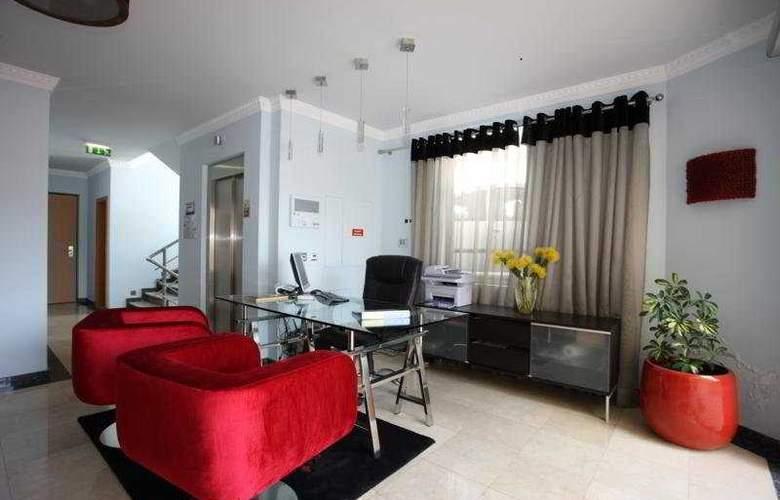 Hotel Apartamentos Baia Brava - General - 1