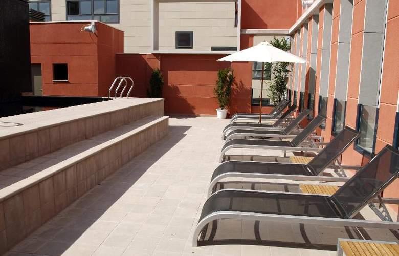 Eco Alcala Suites - Pool - 14