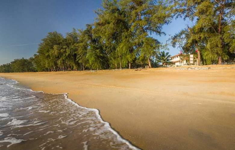 Suria Cherating Beach Resort - Beach - 15