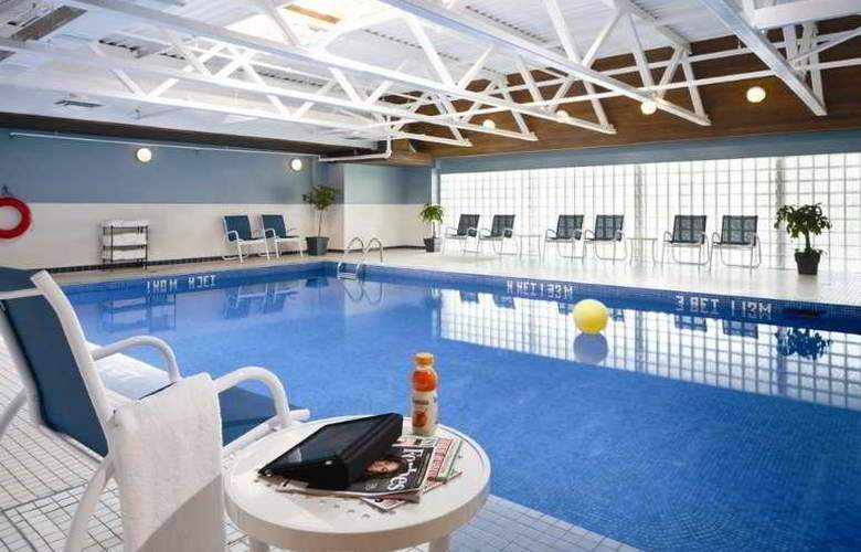 Four Points by Sheraton Hotel & Conference Centre Gatineau-Ottawa - Pool - 5