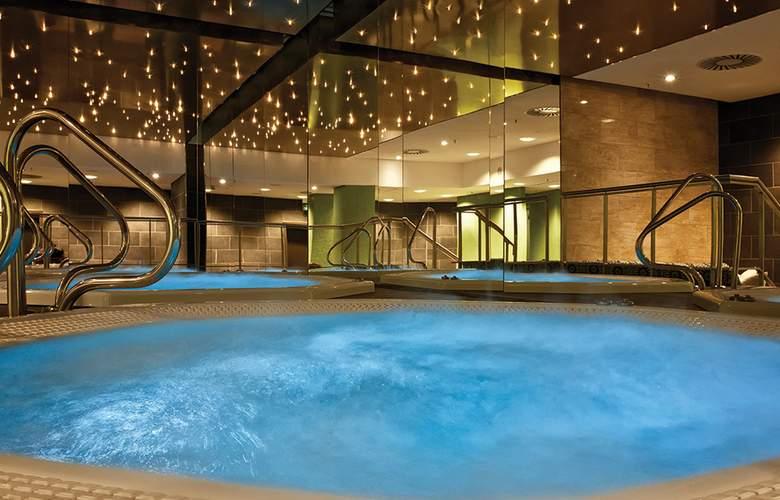 Adina Apartment Hotel Berlin Hackescher Markt - Pool - 3
