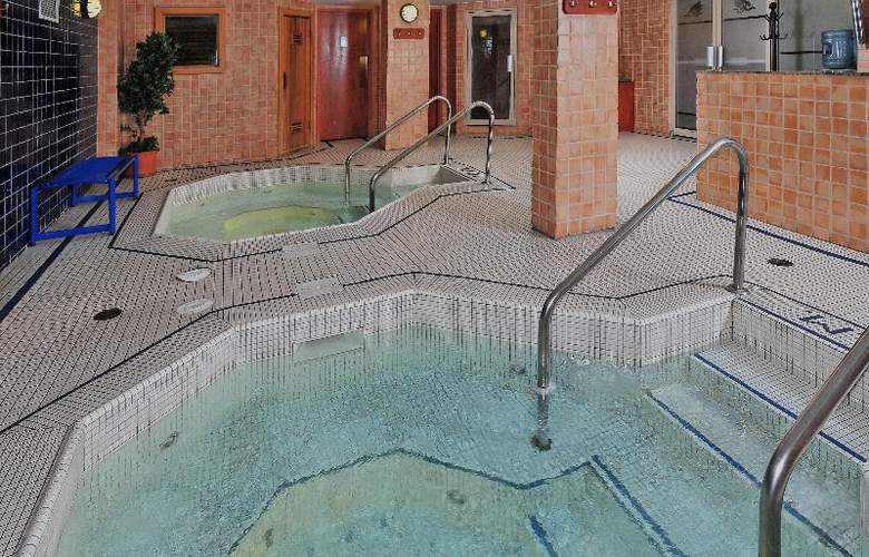 Banff Ptarmigan Inn - Pool - 7