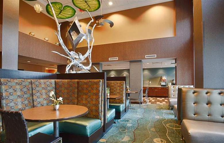 Best Western Plus Chain Of Lakes Inn & Suites - Hotel - 47